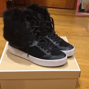 Micheal kore hightop sneakers faux fur trim size 9